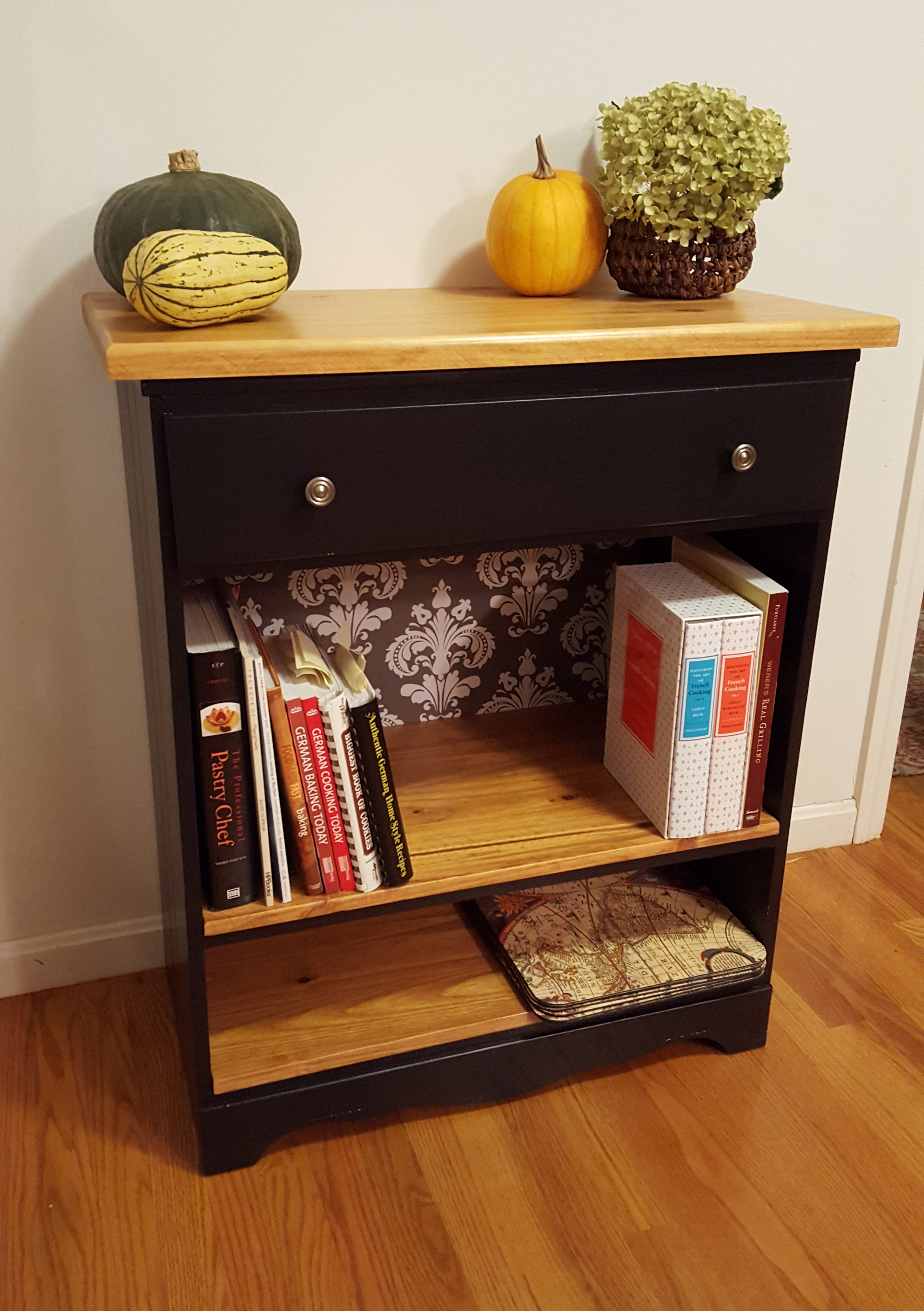 Very Homemade Kitchen Bookshelf | The Lady Beekeeper VG74