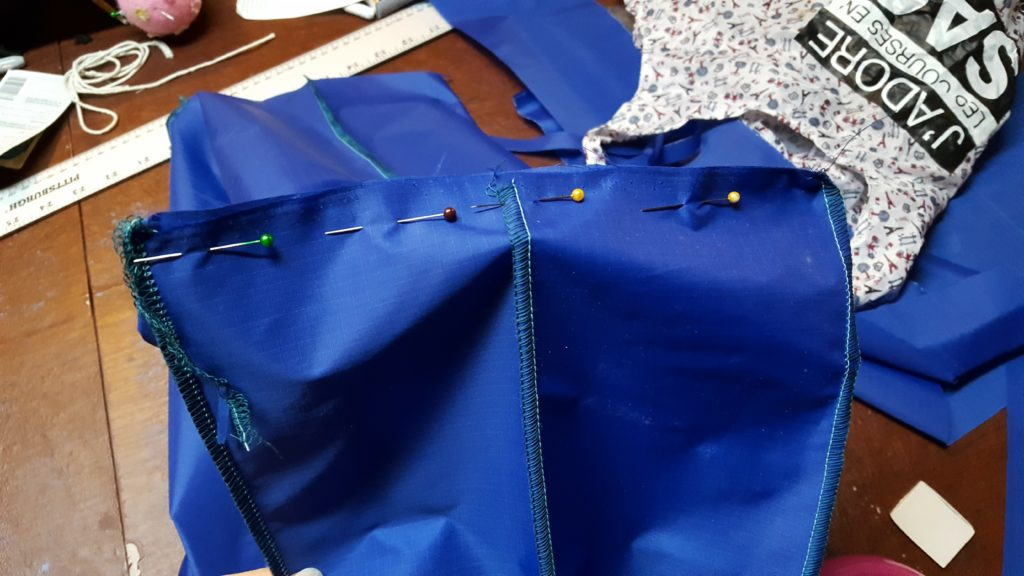 Pin bottom of bag to side, stitch.